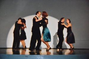 1992 im Künstlerhaus Bethanien in Berlin bei einem Auftritt mit der Grupo del Baile del Estudio Sudamerica, rechts, mit meiner damaligen Partnerin Sonya A.