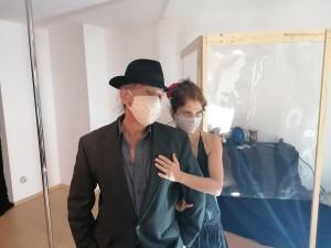 """Die Situation lädt ein zur Kreativität, Clementina Culzoni und Ralf Sartori in ihrem Theaterstück """"Corona-Tango"""""""