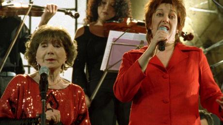 Die 92jährige Maria de la Fuente singt zusammen mit Lidia Borda im Film 12 Tangos