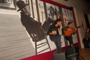 Julian Bruno und Ignacio Santos spielen auch während der Kino-Milonga